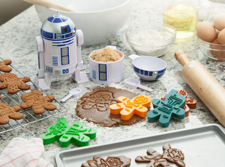 1c00 Sw Gingerbread Cookie Cutters Inuse