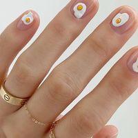 La manicura #eggnails ha conseguido lo imposible: llenar de huevos nuestras uñas de forma adorable