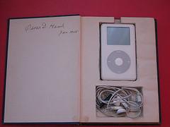 Camufla tu iPod dentro de tu libro favorito