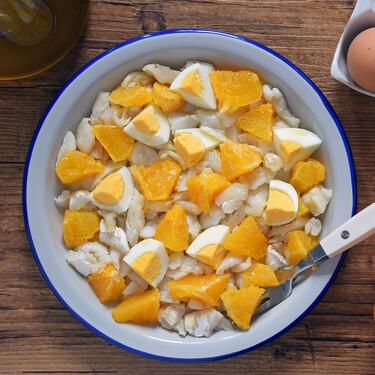Receta de salmorejo de Iznájar, la más sencilla y deliciosa ensalada de invierno de naranja y bacalao