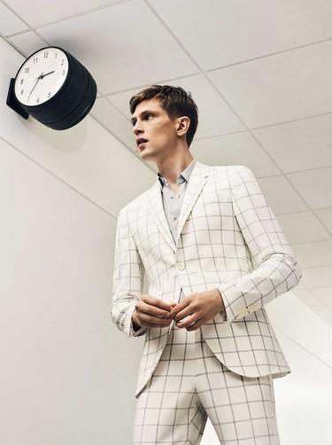 Relajados y elegantes, así son los trajes de Zara de esta primavera