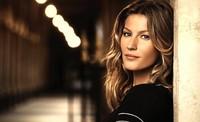 Gisele Bündchen sigue enamorando a Chanel, y su nueva campaña Les Beiges Collection así lo demuestra