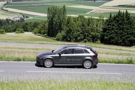 Del carril bus al aparcamiento gratuito: Alemania se apunta a optimizar las ventajas para los coches eléctricos