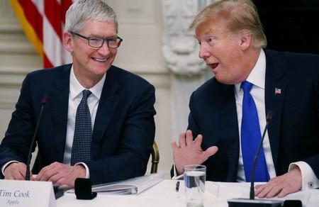 Tim Cook y Donald Trump visitarán las instalaciones de Apple en Texas la semana que viene, según Reuters