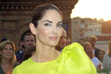 Nunca un súper lazo ha sentado mejor, el look de Eugenia Silva en los Premios Acotex