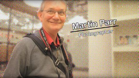 La galería Tate adquiere la colección de 12.000 fotolibros de Martin Parr para exhibirla al público en general