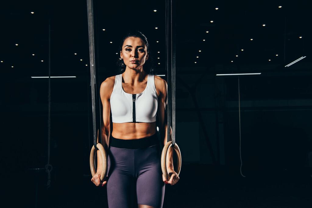 Una rutina de CrossFit con anillas para trabajar espalda y brazos