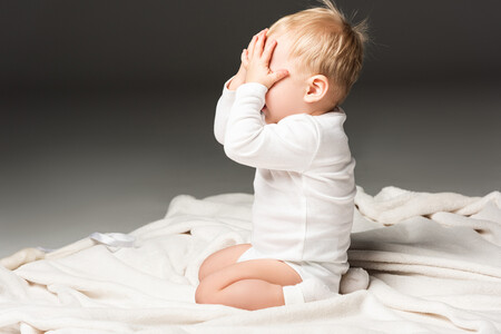 La permanencia del objeto: qué es y cuándo empieza a desarrollarse en el bebé