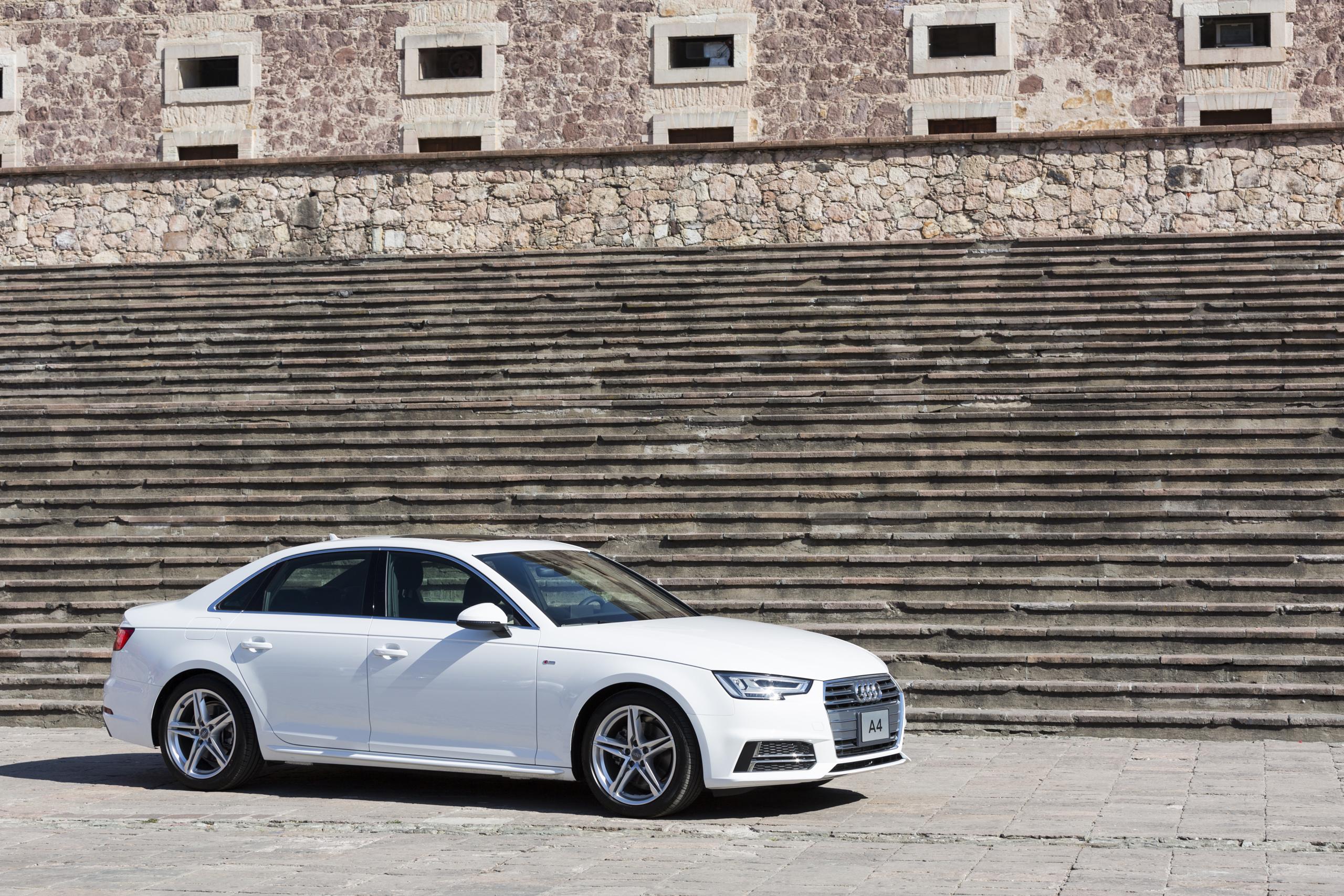 Audi A4 2017 4 19