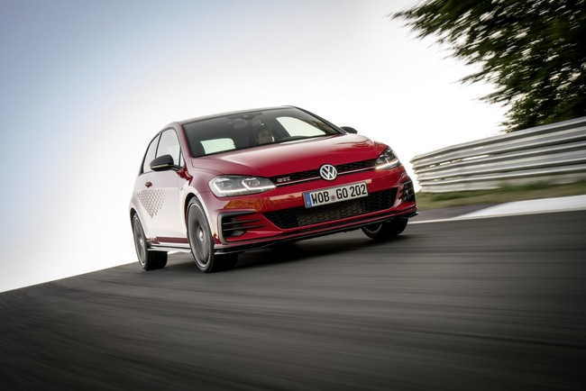 El Volkswagen Golf GTI TCR lleva a las calles el sueño de un auto de carreras