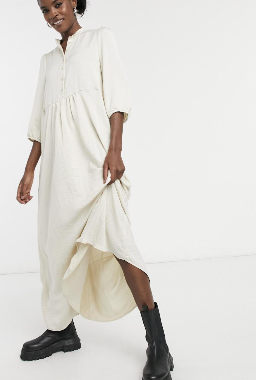Vestido camisero semilargo en color abedul de Vero Moda