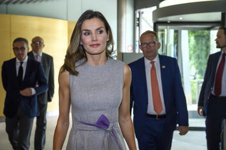 La Reina Letizia recupera (por cuarta vez) este vestido de Carolina Herrera, uno de sus favoritos