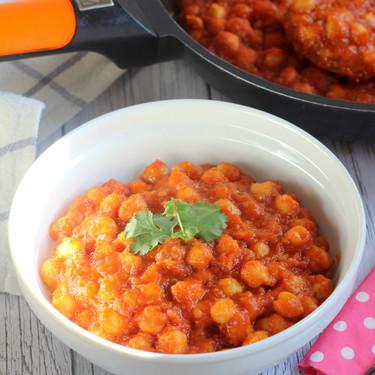 Receta de garbanzos guisados con salsa de tomate (muy) especiada