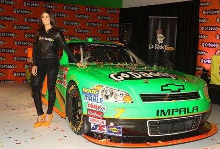 Danica Patrick se pasará a la NASCAR a tiempo completo