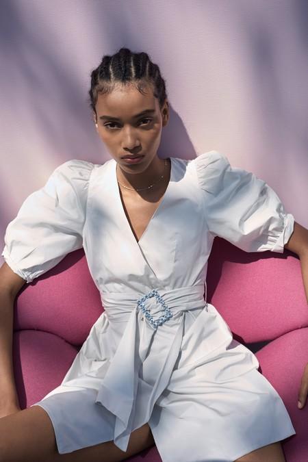 Las fiestas de verano se vestirán con un inmaculado vestido blanco: 17 opciones para ser la reina de la noche