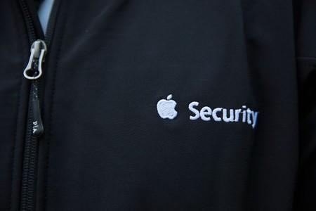 """Un joven de 16 años es acusado de 'hackear' los servidores de Apple y robar 90GB de """"archivos de seguridad"""""""