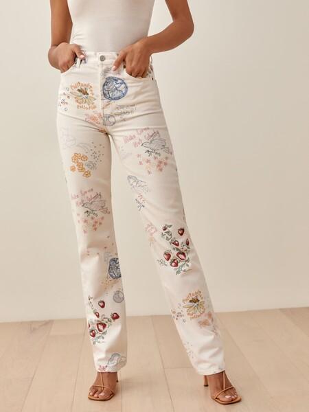 Originalhttps://www.thereformation.com/products/cynthia-doodle-high-rise-straight-long-jeans?color=Doodle&via=Z2lkOi8vcmVmb3JtYXRpb24td2VibGluYy9Xb3JrYXJlYTo6Q2F0YWxvZzo6Q2F0ZWdvcnkvNWE2YWRmZDNmOTJlYTExNmNmMDRlOWQz