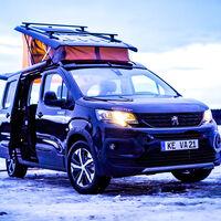 Las Citroën Berlingo y Peugeot Rifter se convierten en esta versátil furgoneta camper con tres habitaciones en una