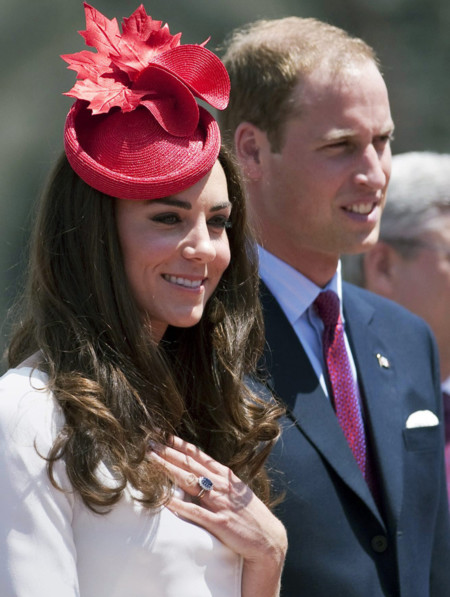 Kate Middleton tocado rojo Sylvia Fletcher look