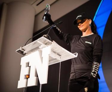 Rihanna no necesita guardaespaldas, ella misma se convierte en agente de seguridad gracias a Vetements