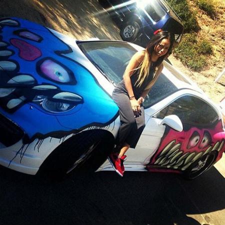 """Dolorpasión™: Chris Brown plasma su """"arte"""" en el Porsche Panamera de su novia"""