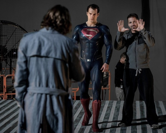 Henry Cavill y Zack Snyder en el rodaje de Batman v Superman