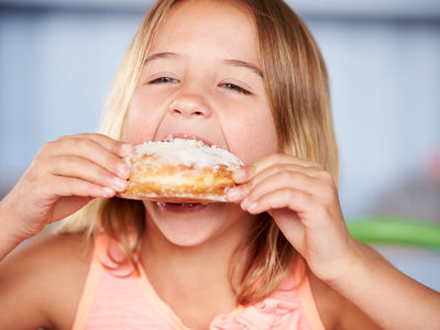 Andalucía planta cara a la obesidad infantil: ni bollos ni refrescos de más de 200 calorías en los colegios