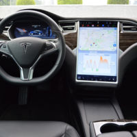 Han hackeado el Autopilot de Tesla, todo era cuestión de tiempo