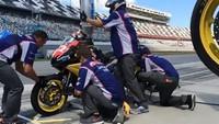 Repostaje y cambio de ruedas en la Daytona 200