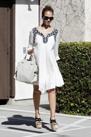 Jessica Alba vestido blanco