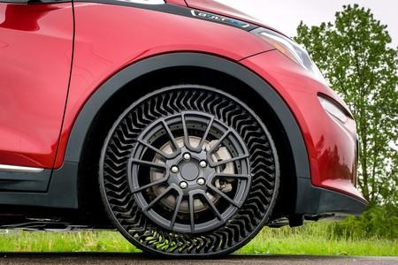 GM y Michelin quieren que para el 2024 tu auto use estos curiosos neumáticos sin aire