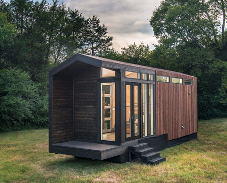 Una mini casa de estilo granja