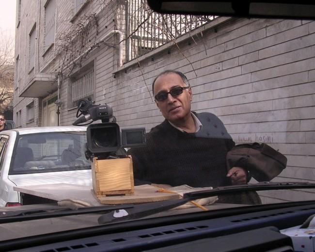 Abbas Kiarostami durante un rodaje