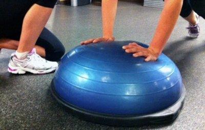 El entrenamiento en BOSU no activa el core más que el entrenamiento con pesas tradicional