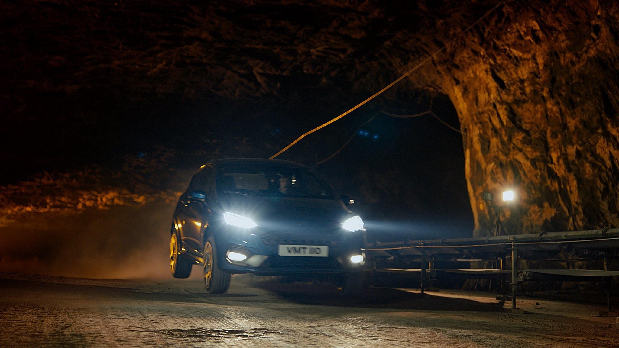 Ford Fiesta ST en una mina de sal a 400 bajo la superficie