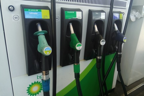 Trump, Irán y un descenso de la producción crean la tormenta perfecta para que suba el precio de los carburantes