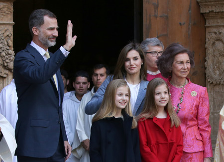 Doña Letizia muy sencilla en la tradicional misa de Pascua en Palma de Mallorca