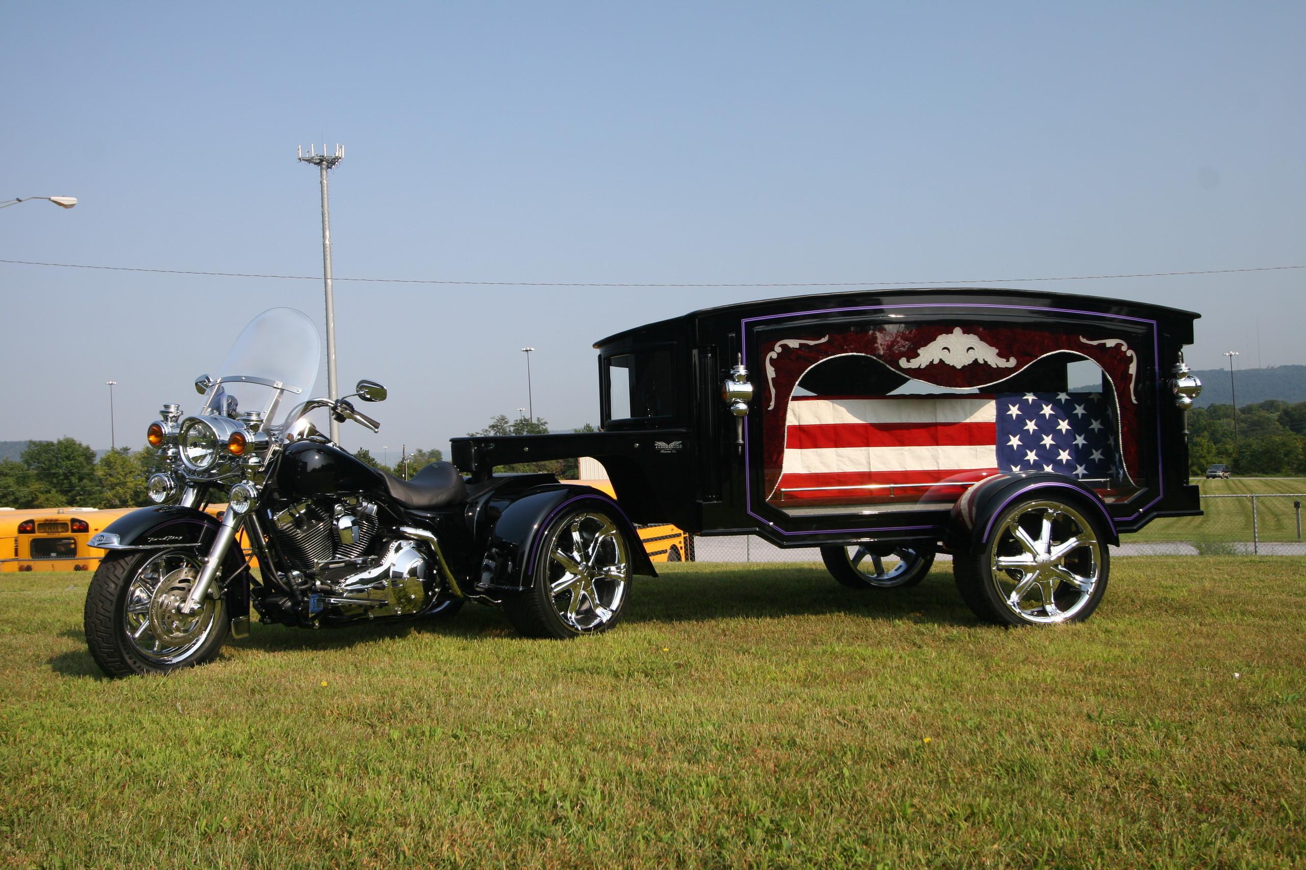 Foto de Tombstone Hearse & Trikes (11/15)