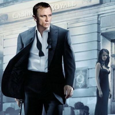 Bond en Casino Royale con pajarita Turnbull & Asser