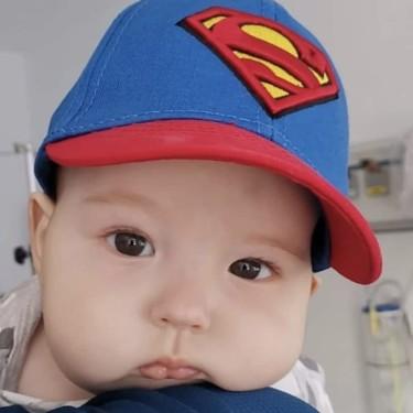 Nico solo tiene seis meses y necesita con urgencia un trasplante de médula para combatir la leucemia