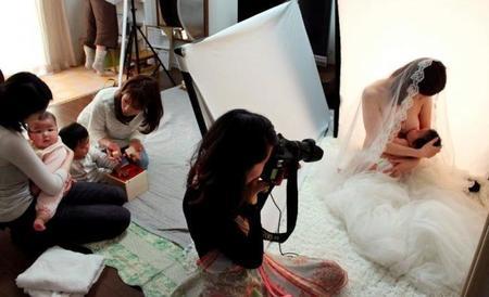 Las fotos profesionales de lactancia se ponen de moda en Japón