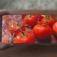 ¿Se le ha escapado a Samsung su Galaxy S8 en un vídeo promocional de sus pantallas?