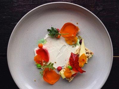 Platos visualmente refinados hechos con comida chatarra, la sensación en Instagram