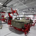 Tesla está sobreviviendo a la crisis mundial de microchips con ingenio... a través del software de sus coches