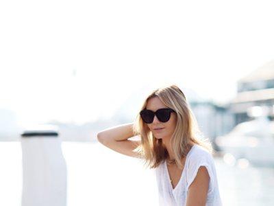 Los mejores looks de entretiempo con pantalones blancos en los que inspirarse (o copiar directamente)