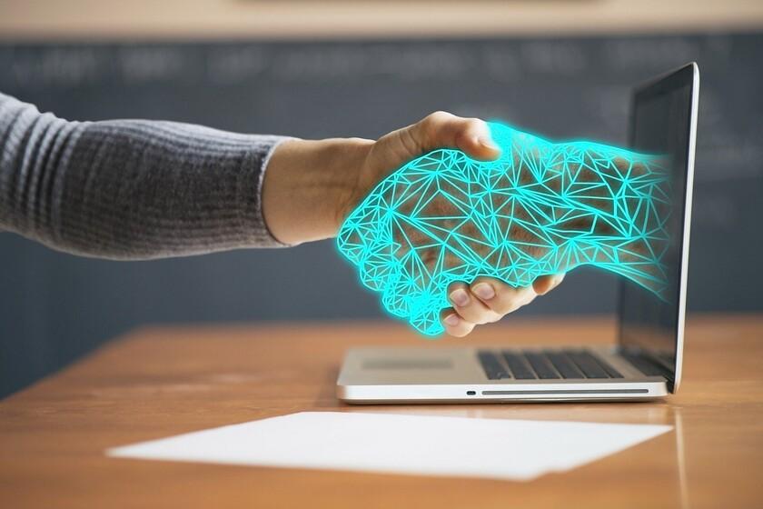 """Así es la regulación europea que busca lograr una inteligencia artificial """"digna de confianza"""": pionera y basada en los riesgos"""