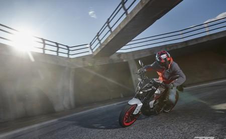 Probamos la nueva Yamaha MT-125: una auténtica moto naked para el carnet de coche a escala 125