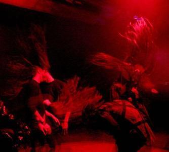 Los peligros del 'headbanging' en un concierto de Motörhead