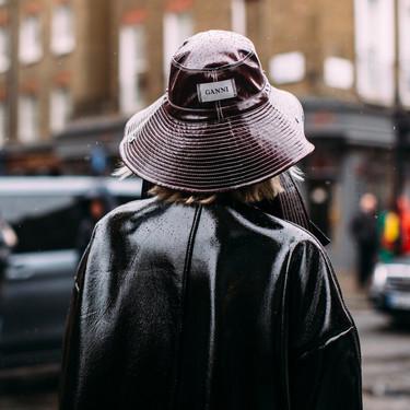 Los bucket hat seguirán siendo los favoritos de la temporada. Palabra del street style