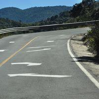"""La bizarra carretera mexicana donde los camiones deben circular en """"sentido contrario"""" en curvas"""